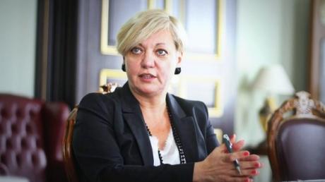 """В то время, как РФ напала на Украину, Гонтарева вела бизнес с """"банком Путина"""" - политолог"""