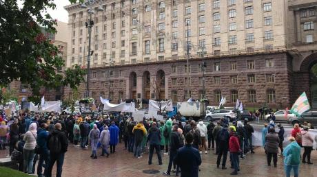 В центре Киева прошел массовый протест - к народу вышел Аваков и обратился Кличко