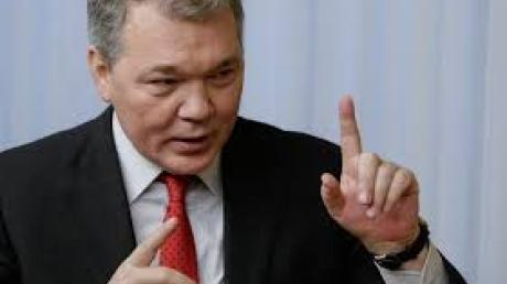 На заявление Турчинова о том, что для приезда в Украину россиянам могут понадобиться биометрические паспорта, российская политическая элита отвечает бурной истерикой