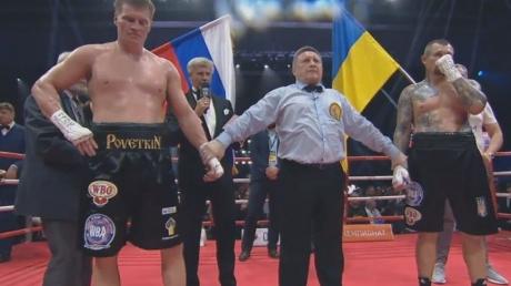 Парень со стальной челюстью: настоящий герой, украинец Андрей Руденко выстоял все 12 раундов с Поветкиным, проиграв россиянину по очкам – кадры