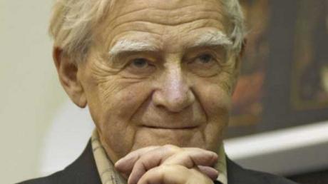 В реанимации больницы Санкт-Петербурга на 99-м году жизни скончался сторонник Украины, известный российский писатель Даниил Гранин