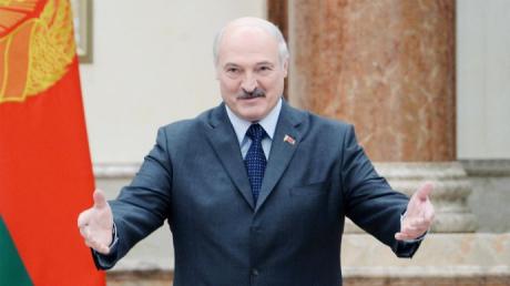 """Лукашенко похвастался, что Беларусь выдержала коронавирусный """"удар"""" и победила"""