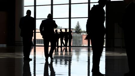 """Bloomberg: Словакия поймала """"дипломатов"""" РФ на шпионаже и высылает из страны - в МИД РФ обещают ответить"""