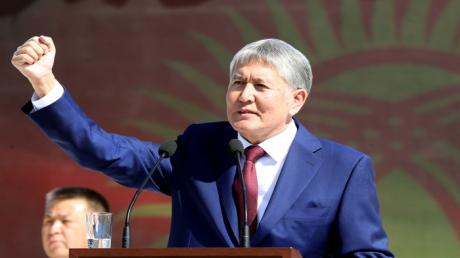 Протесты в Киргизии: экс-президента страны Атамбаева отпустили из СИЗО благодаря митингующим