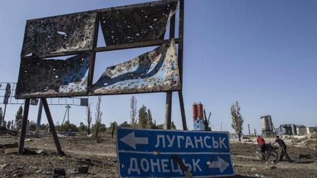 Россия отказалась отводить войска от линии фронта на Донбассе