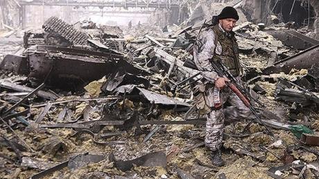 Полк «Азов»: военные вынуждены были сдать донецкий аэропорт
