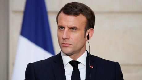 """""""Это наш долг"""", - Макрон обратился к нации из-за коронавируса во Франции"""