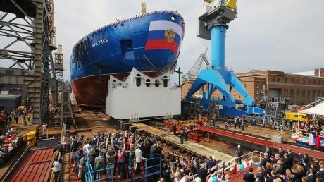 """Украинские санкции наносят сокрушительный удар по Кремлю - Путину пришлось """"заморозить"""" строительство атомного ледокола"""