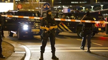 В аэропорту Амстердама четыре часа искали взрывчатку. Задержан один мужчина