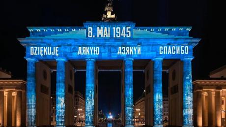 """В Берлине Бранденбургские ворота украсили словом """"Дякую"""""""