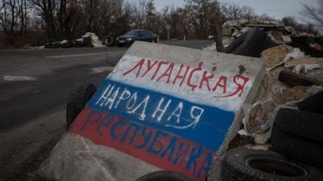 """Возле блокпоста """"ЛНР"""" в Станице Луганской прогремел мощный взрыв: боевики скрывают информацию о 2 раненых женщинах"""