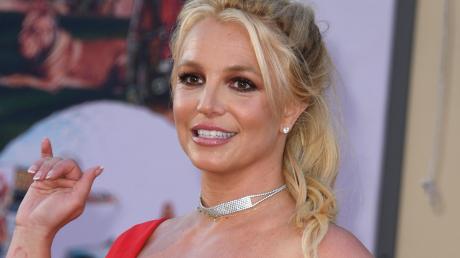 """38-летняя Бритни Спирс в топике показала накаченный животик: """"Когда бойфренд - фитнес-тренер"""""""