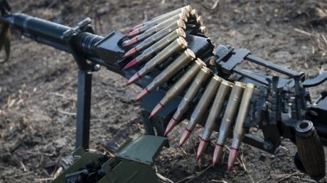 От обстрела террористов на донецком направлении пострадал один боец ВСУ - украинские военные заявили об обострении на Донбассе: кадры