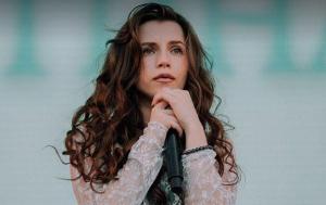Кристина Соловий, певица, артистка, Нина Матвиенко, клип, видео, песня, композиция, общество, соцсети, комментарии, оценка, подробности