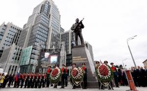 россия, москва, памятник, калашников, голобуцкий, бабченко, ганапольский