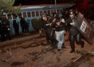 игуал, мексика, бунт студентов, поджог правительственного здания