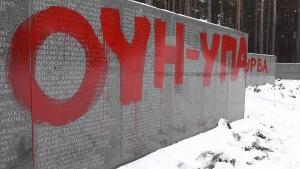вандализм, осквернение, киев, вятрович, мемориал, нквд, памятник, польша, мид польши, мид украины, павел климкин, быковня, новости украины, скандал, новости польши, ссср, история