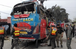 новости, пакистан, пешавар, происшествия, терроризм, взрыв, бомба, автобус, теракт, общество, криминал