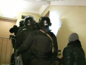 Киев, штурм квартиры, пьяный мужчина, маленькие дети заложники, происшествия, видео