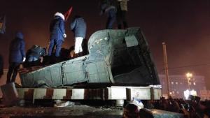 украина, днепропетровск, демонтаж памятника петровскому, происшествия, общество, декоммунизация, видео