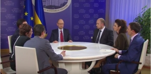 Политика, видео, кабмин, Яценюк, журналисты