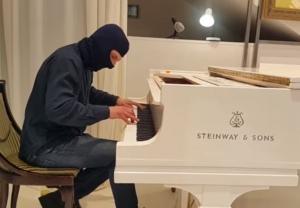 майдан, рояль, всу, армия украины, видео, донбасс, война, пианист, повернись живим, соцсети