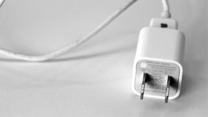 iPhone 6, кабель, происшествие, вьетнам, дети, техника
