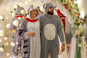 Днепр, новости, Украина, бракосочетание, костюмы зверей,кошка и слон, свадьба, РАГС