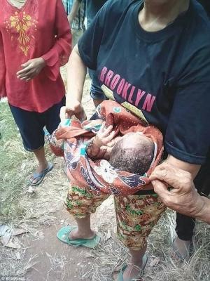 индонезия, дети, новорожденный, ребенок, мальчик, малыш, спасение ребенка, кадры, происшествия, чп, медицина