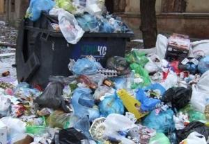 Ясиноватая, вывезли мусорные баки, из города уходит служба утилизации отходов, санитарная катастрофа