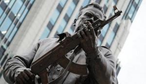 россия, москва, калашников, памятник, винтовка, курьез