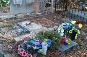 Киев, Байковое кладбище, пропал памятник, писатель Евгений Гуцало, расследование