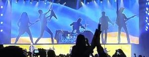 киев,  Scorpions, гастроли, украинский флаг, концерт, общество, видео, Украина