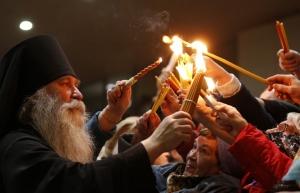 Украина, религия, общество, Иерусалим, Благодатный огонь, Пасха, Киев, Украинская Православная Церковь, праздник