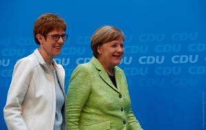 Меркель, Германия, новости, Аннегрет Крамп-Карренбауер, Азовское море, Россия, Украина, санкции, порты