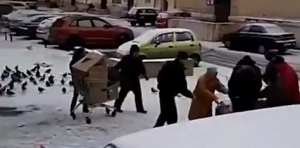 россия, серпухов, пенсионеры, давка, просроченный товар, видео