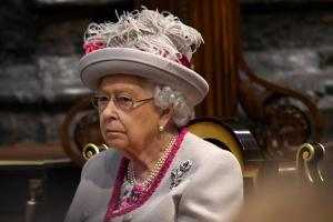 королева, решение, отречение, королевская семья, елизавета, принц гарри, меган маркл, герцоги сассекские