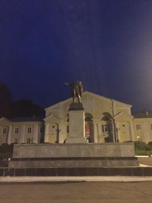 Ленин без головы, оторвали памятнику голову в России, День металлурга