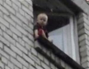 происшествия, россия, челябинск, миасс, ребенок на подоконнике, высота, 8 этаж