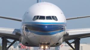 США, Boeing 777, Авиакомпания United Airlines, Происшествие, Двигатель, Видео