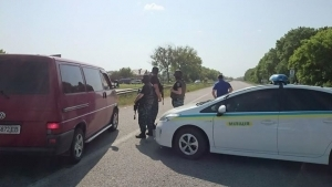 новости украины, под харьковом захватили заложников, убили заложников, 25 мая, село люботине новости, коротич, трасса харьков-киев перекрыта