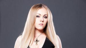 Alyosha, певица, артистка, исполнительница, известная личность, общество, улыбка, брекеты, комментарии, соцсети, ортодонтическое лечение