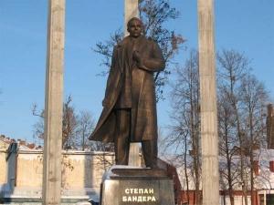 Львов, памятник Бандере, минирование, происшествие, видео