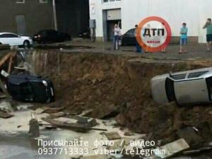 Киев, Ливень, Погода, Обвал грунта, ДТП, Автомобили, Борщаговка