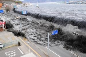 япония, цунами, землетрясение, катастрофа, волна, видео, происшествия