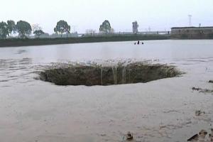 китай, природные катастрофы, происшествия, видео, фермер, рыба