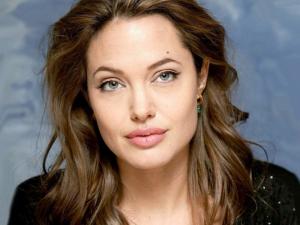 Анджелина Джоли, больна, актриса, знаменитость, известная личность, в больнице, сенсация, подробности, вся правда, общество, фото, прогулка