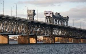 "украина, херсон, ж/д мост, флаг ""новороссии"", мвд украины"