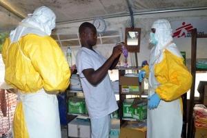 эбола, либерия, медики, забастовка