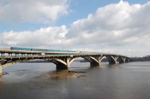 Киев, мост метро, заминирован мост, Новости Украины, взрыв, метро киев, ураган в Киеве, видео